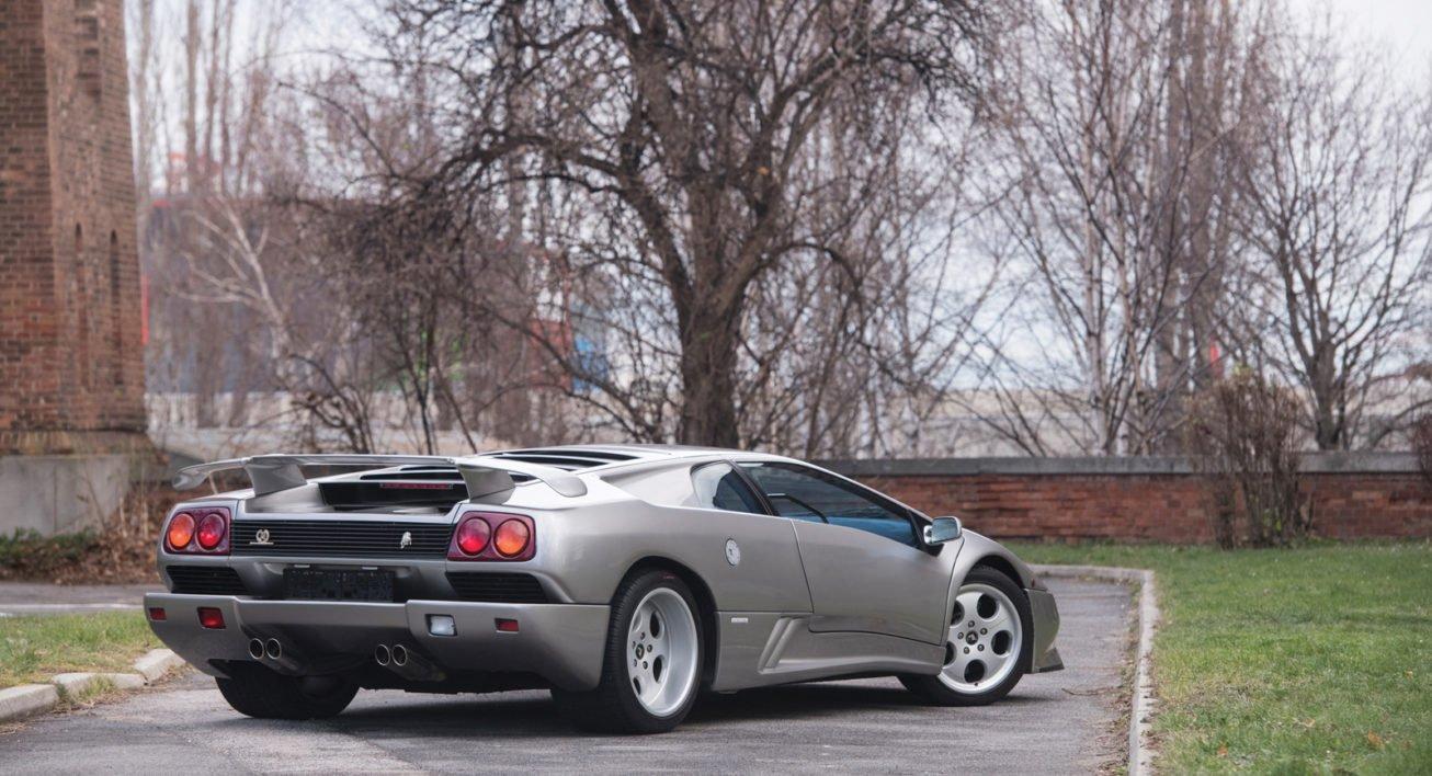 Aukcja Lamborghini Sotheby's w Paryżu